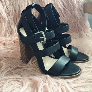 Black leather cage block heels 👡